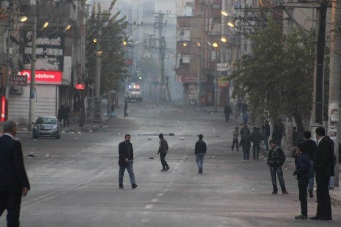 Diyarbakır'da Olaylar Devam Ediyor