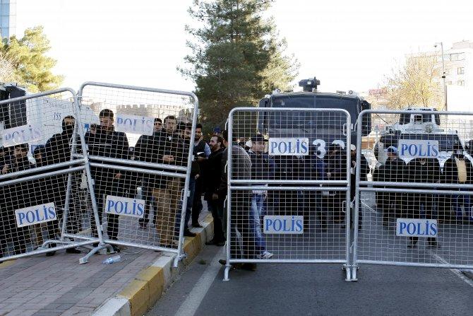 Sokağa çıkma yasağını protesto yürüyüşünde olay çıktı