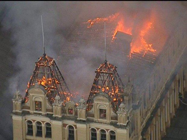 Brezilya'da tarihi müze yandı