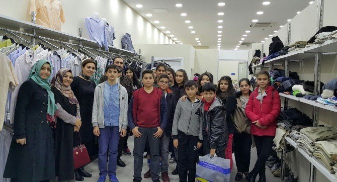 Simurg Bilgi Evleri Öğrencileri Şefkateli Mağazası'nda