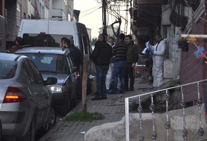 İki teröristin öldürüldüğü evde delil toplayan polis sabah ayrıldı