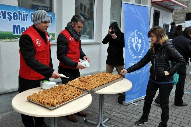 Nevşehir Gençlik Merkezi Kandil Simidi Dağıttı