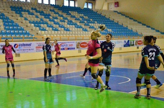 Kadınlar Türkiye Kupası Hentbol Grup Müsabakaları Adana'da Başladı