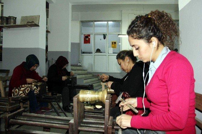 İŞKUR'u Bitiren Kadınlar Edindikleri Bakırcılık Mesleğine Aşık Oldular