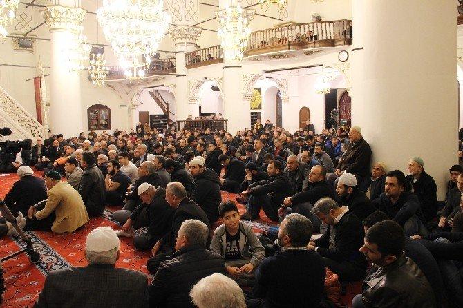 İzmir'de Camiler Doldu Taştı