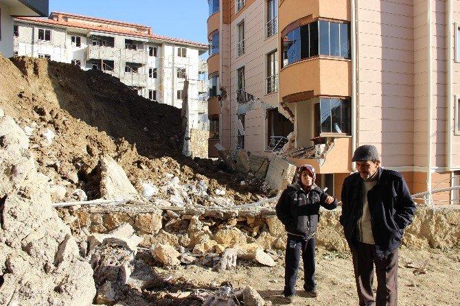 İstinat Duvarı Yıkılan Apartmanda Tehlike Devam Ediyor