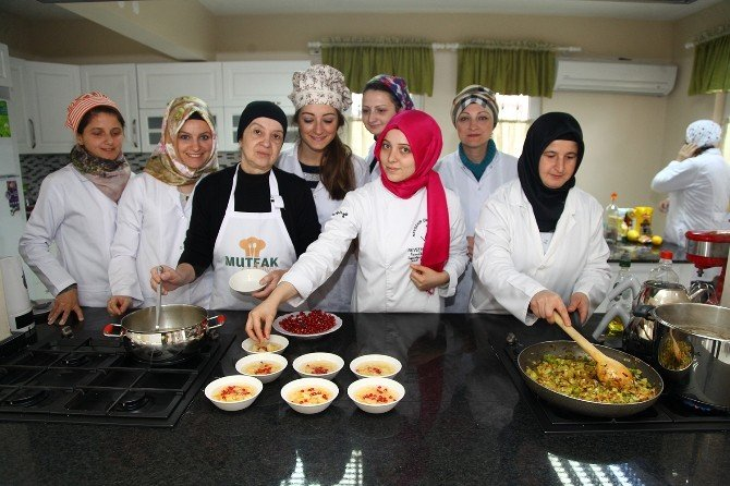 Mutfak Atölyesi'nde Lezzetli Tatlar
