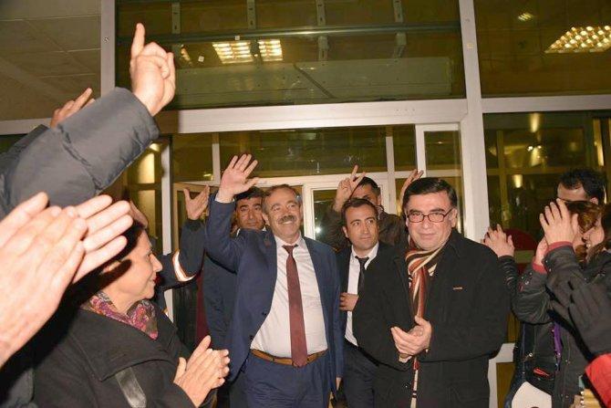Akdeniz Belediye Başkanı Türk ve 25 kişi serbest bırakıldı