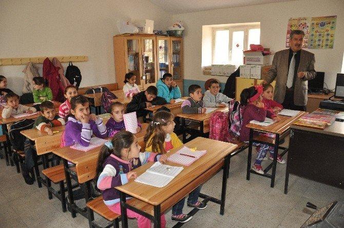 35 Yıl Sonra Çocukları Okullu Oldu