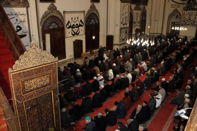 Bursa'da Mevlit Kandili'nde camiler doldu taştı