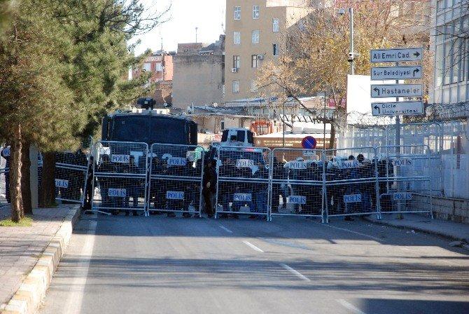 Sur'a Yürümek İsteyen Gruba Polis İzin Vermedi