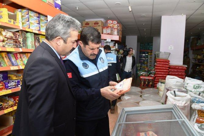Sarıçam'da zabıta, gıda satışı yapan iş yerlerini denetledi
