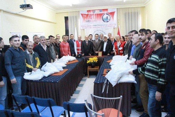 Kızılay'dan Mahkumlara Giysi Yardımı