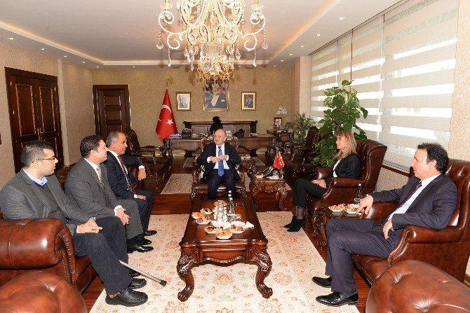 Vali Çakacak, Ekonomi Platformu Yönetimini Kabul Etti