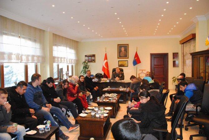 Öğrencilerden Alay Komutanına ziyaret