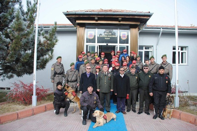 Yozgat İl Jandarma Komutanı Albay Yıldırım, Öğrencileri Ağırladı