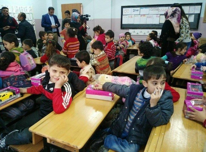 Suriyeli Çocuklar Sevindirildi
