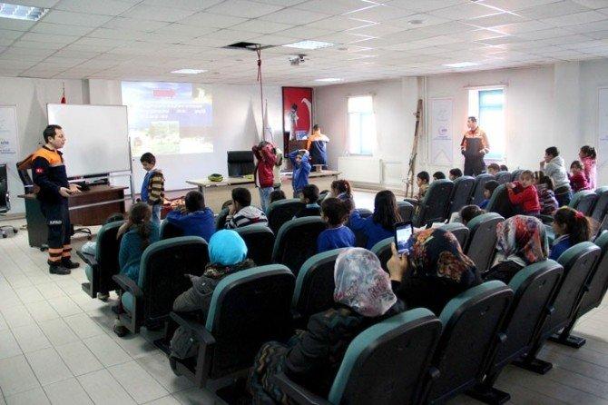"""AFAD'dan Öğrencilere """"Doğal Afetler"""" Konulu Eğitim"""