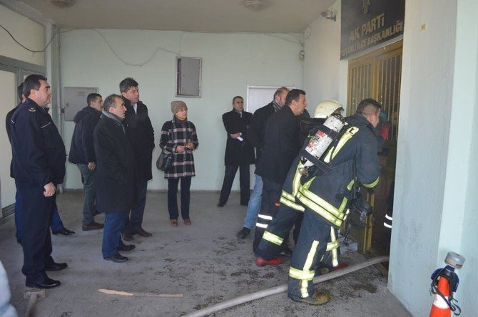 AK Parti Tavşanlı İlçe Binasında Yangın