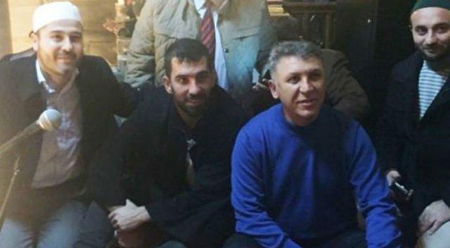 Arda Turan, Uçaktan İndi Eyüp Sultan Camii'ne Koştu
