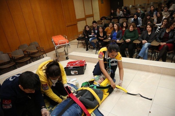 """""""Paramedik Günü""""nü Vaka Canlandırmasıyla Kutladılar"""