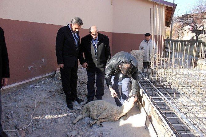 Dinar'da Yeni Yapılacak Caminin Temeli Dualarla Atıldı