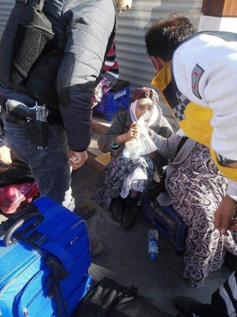 Sur'da Görevli Polisler, Kumanyalarını Göç Eden Vatandaşlarla Paylaştı