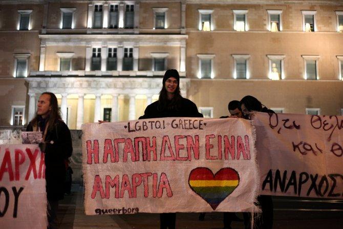 Yunanistan'da eşcinsellik yasası geçti; Metropolit 2 gün 'yas' ilan etti