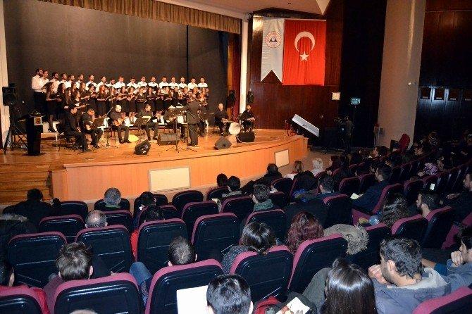 ERÜ'de Türk Halk Müziği Konseri Verildi