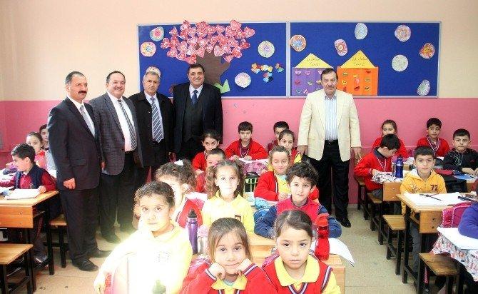 """Başkan Kadıoğlu: """"Çocuklarımızın Eğitiminde Temel İhtiyaçlarını Karşılıyoruz"""""""