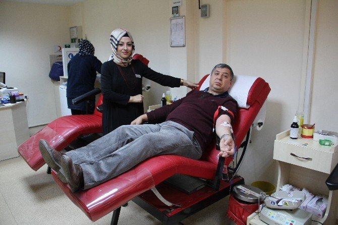 Kızılay, Kan Bağışı Sayısını Artırmak İçin Futbolun Rekabetine Başvurdu