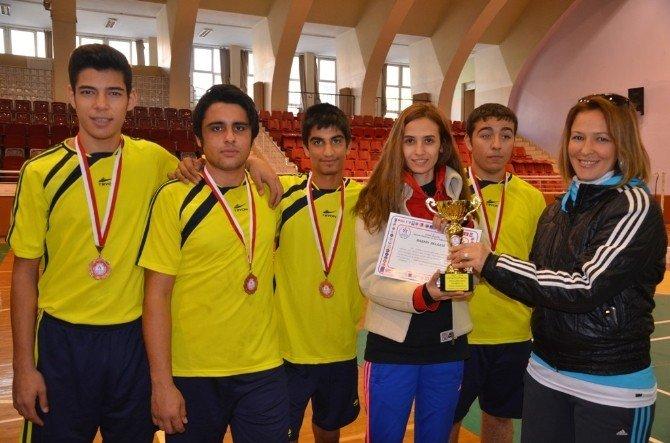 Genç Erkekler Badmintonda Şampiyon Germencik Oldu