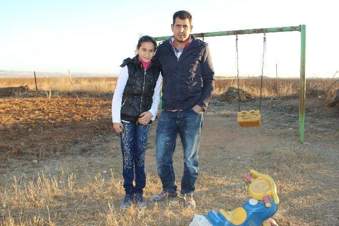 Türkiye'yi Ağlatan Şehidin Yırtık Çoraplı O Çocukları Artık Okula Gidiyor