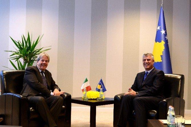 İtalya Dışişleri Bakanı Gentiloni Kosova'da