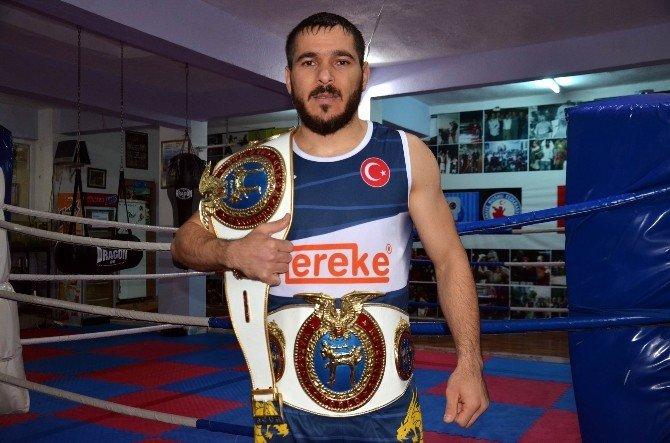 İtalyan Rakibini Nakavt Etti Şampiyonluk Kemerini Bursa'ya Getirdi