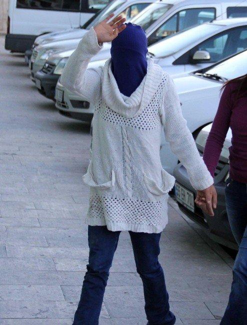 27 Sabıkası Bulunan 19 Yaşındaki Kız 15 Yıl Hapis Cezasından Tutuklandı