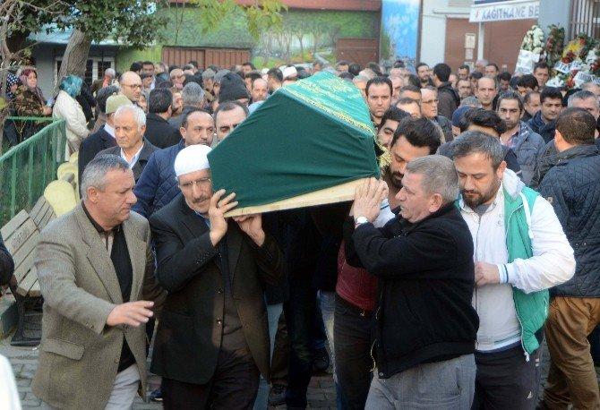 Kağıthane'de Öldürülen Taksici Emrah Kılıç Son Yolculuğuna Uğurlandı