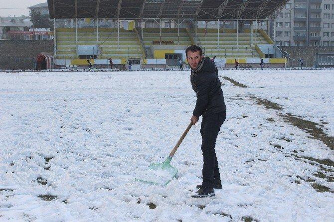 Kar Olmayınca Stadyumda Pist Oluşturdular