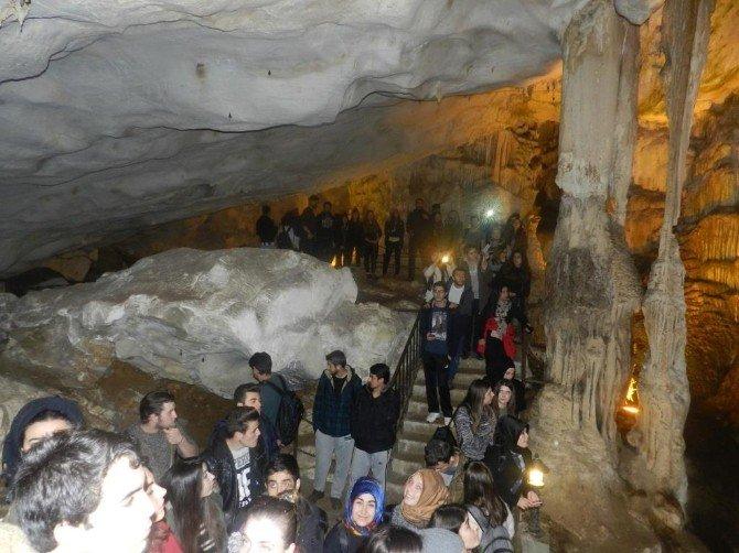 Üniversitelilere Dupnisa Mağarası Yürüyüşü