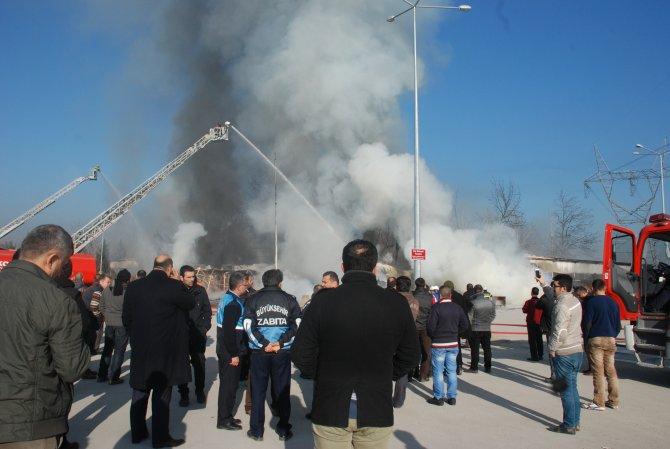 Kocaeli'de hal binasında yangın