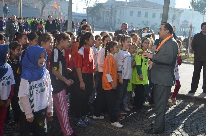 Kula'da Atatürk Kır Koşusu Yapıldı