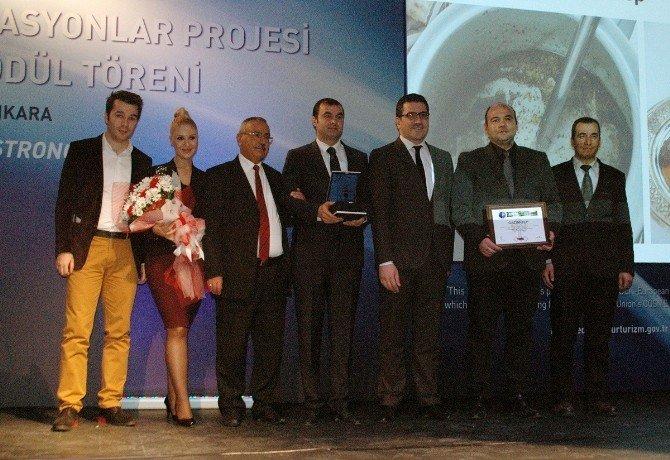 """2015 Yılı """"Turizm Ve Yerel Gastronomi"""" Destinasyonu Seçilen Gaziantep, Ödülünü Aldı"""