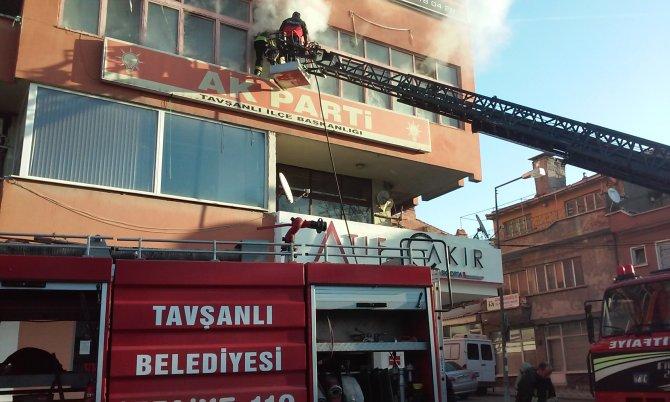 AK Parti ilçe binası yandı