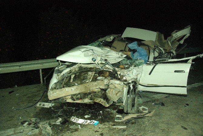 Otomobil Tır'a Çarptı: 1 Ölü, 2 Yaralı
