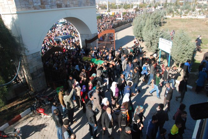 Tarsus'ta protesto eyleminde ölen 13 yaşındaki çocuk toprağa verildi
