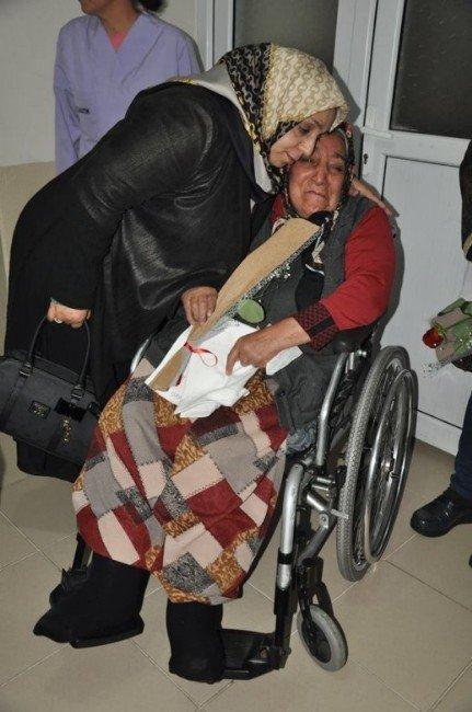 Muhsine Kahraman Mevlid Kandilini Huzurevi Sakinleri İle Geçirdi