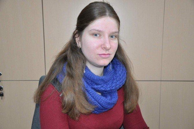 """Rus Öğrenci Putin'e Seslendi: """"Biz İki Ülke Dostuz, Kardeşiz"""""""