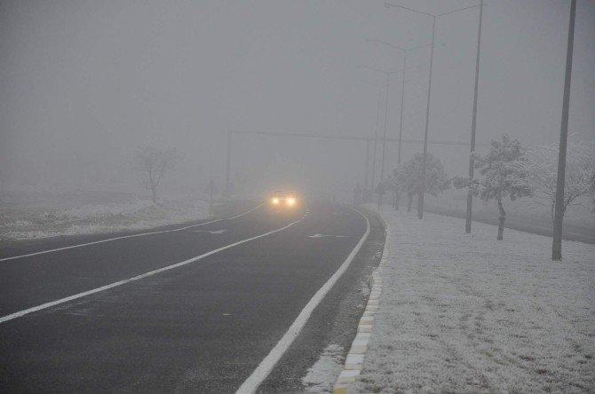 Nevşehir'de Yoğun Sis Sürücülere Zor Anlar Yaşatıyor