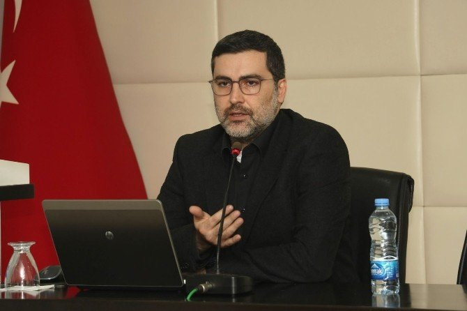 """Doç. Dr. Akçay: """"2016'Da Hükümetler Yılı Kurtarma Mücadelesi Verecek"""""""