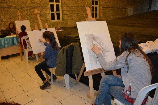 Ortahisar Belediyesi'nin Açtığı Kurslarla Geleceğin Sanatkarları Yetişiyor